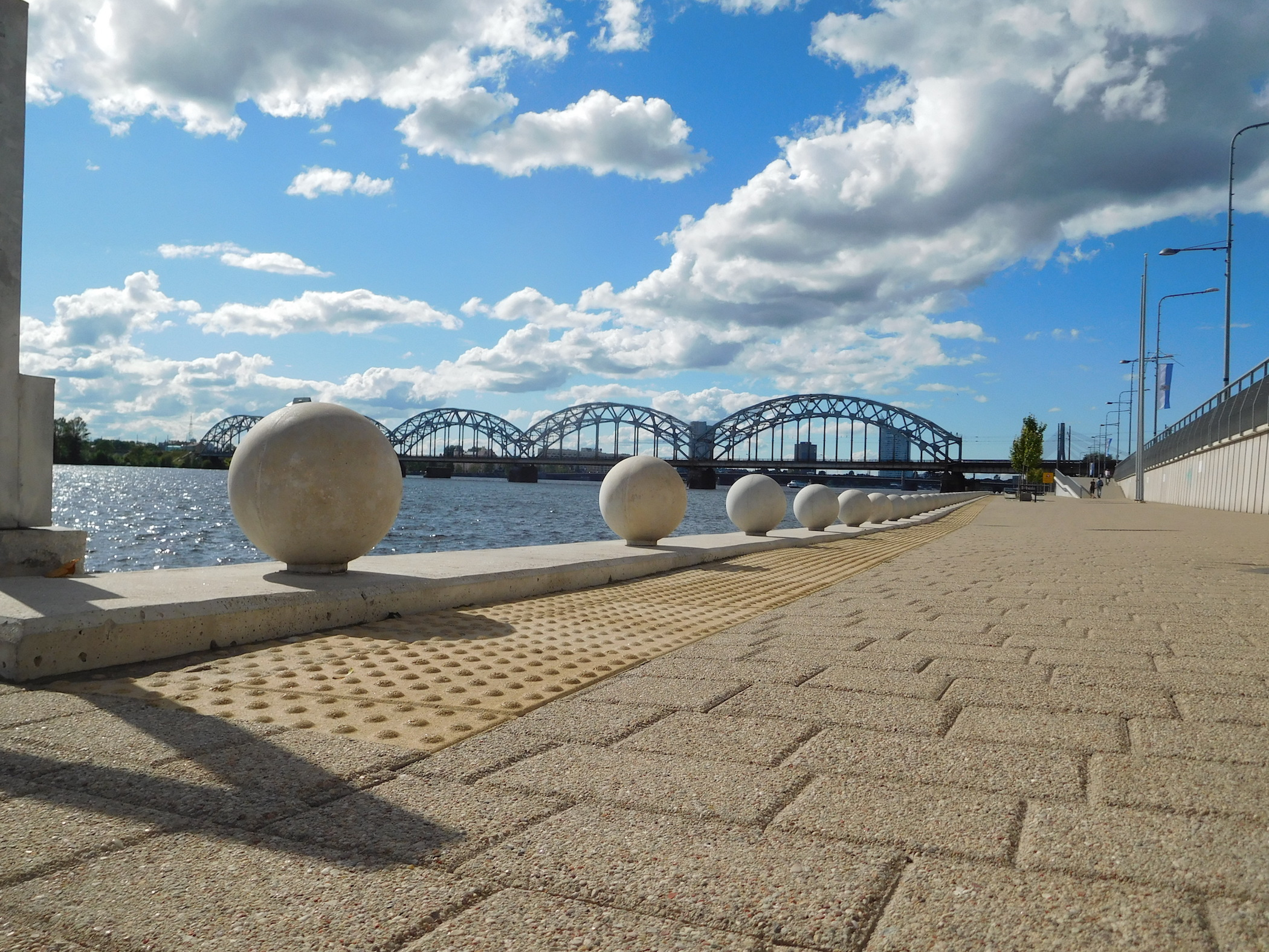 Enjoy the landscape of Daugava promenade