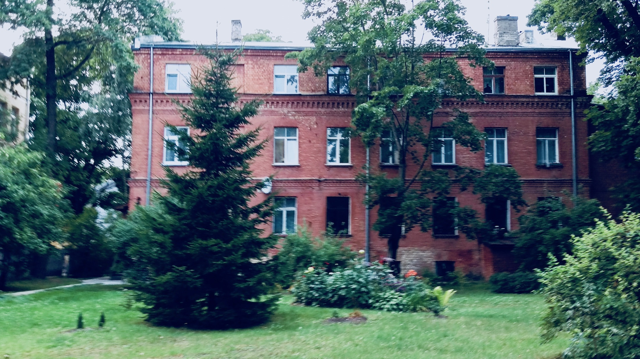 Red brick building in Āgenskalns